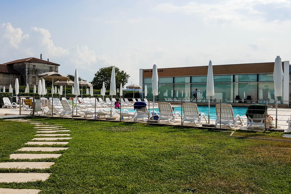 General view of the pool area - Hotel Viest, Vicenza, Italy - www.italybyus.com