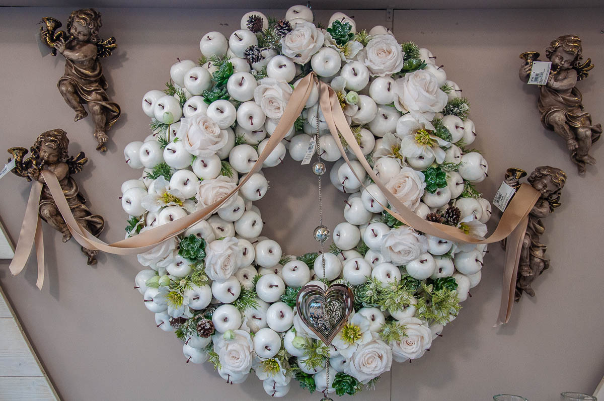 Christmas apple wreath