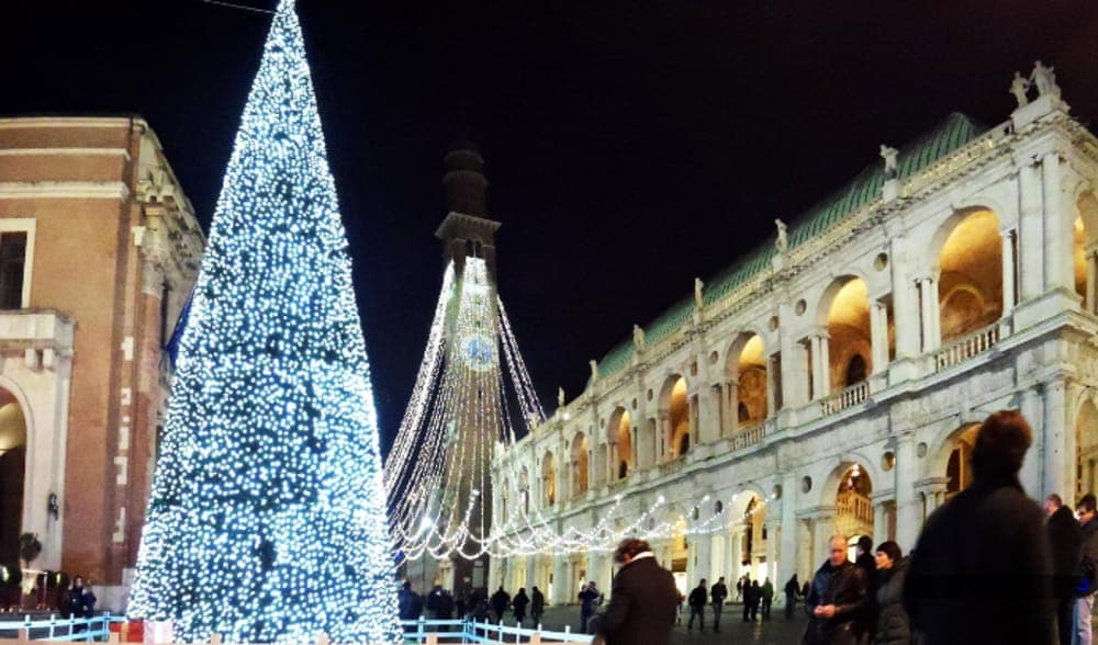 7 11 Gas Card >> Fiera del pre Natale - Pre-Christmas Fair downtown Vicenza - Italy by US