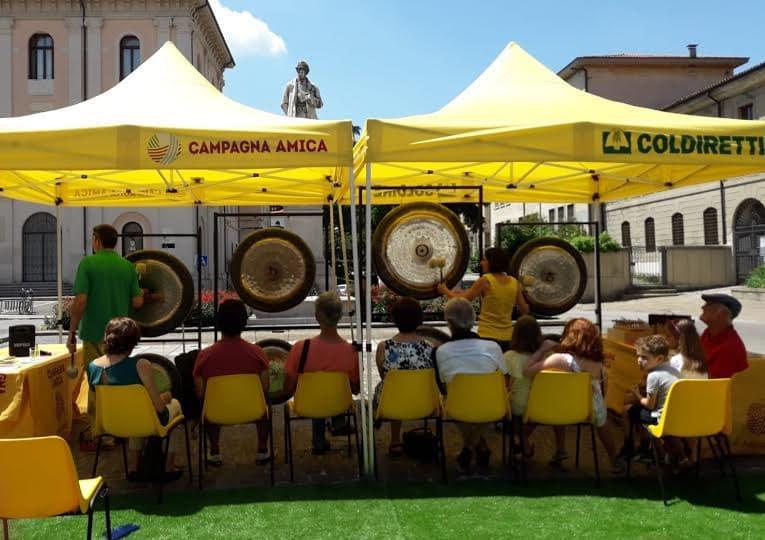 Farmers' Market: Free Gong Bath Sessions