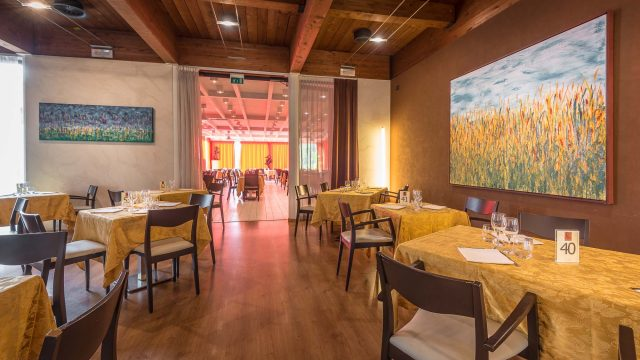 Viest Mezzaluna Restaurant and Pizzeria